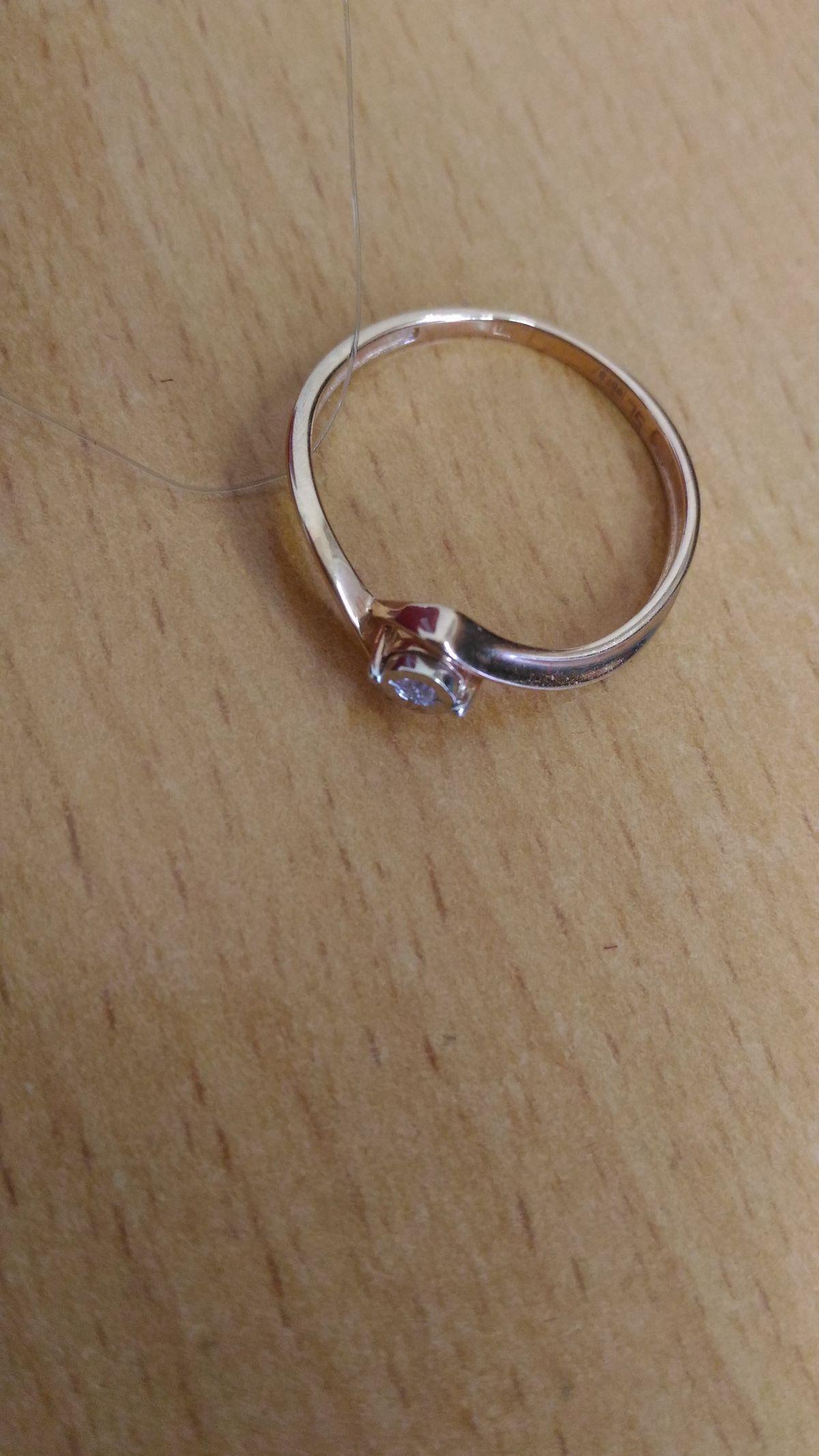 Элегантное колечко с бриллиантом