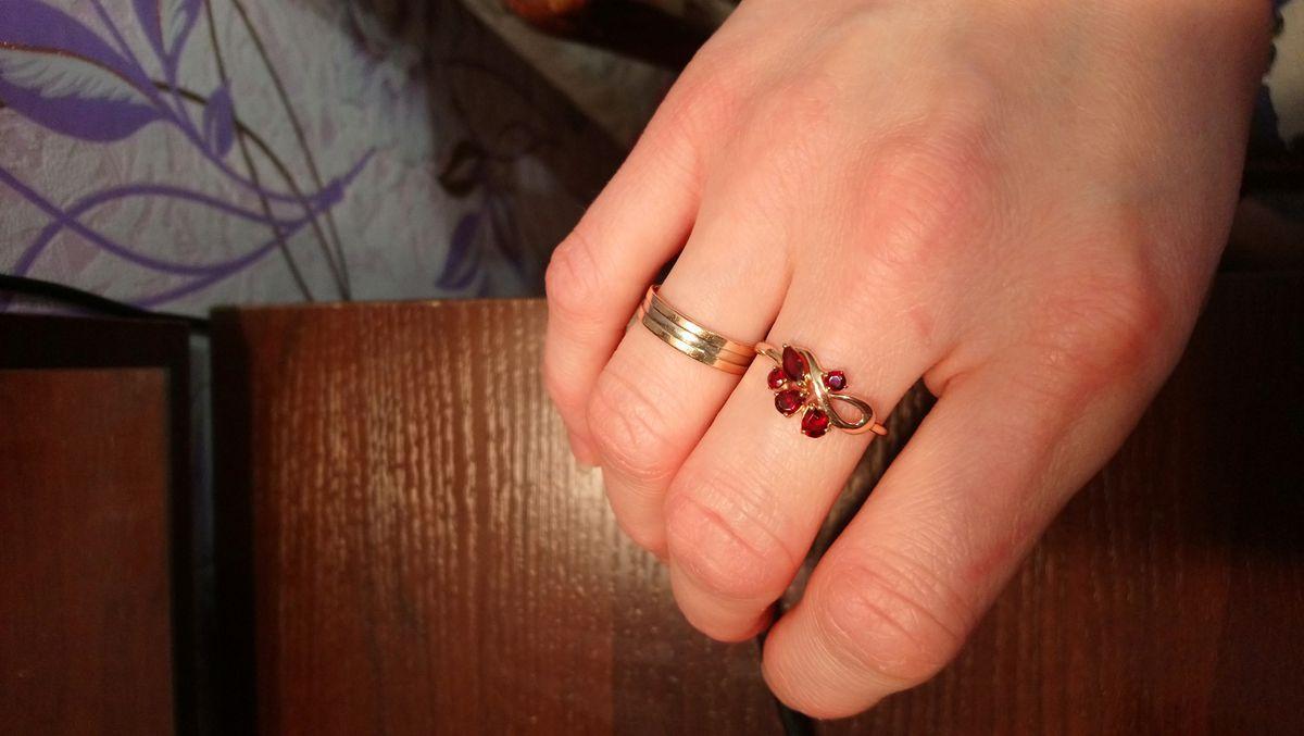 Золотое кольцо с гранатом!