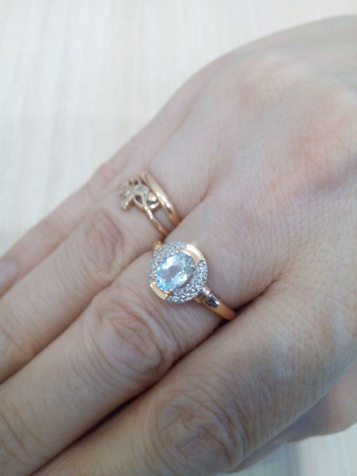 Милое кольцо с бриллиантами и топазом.
