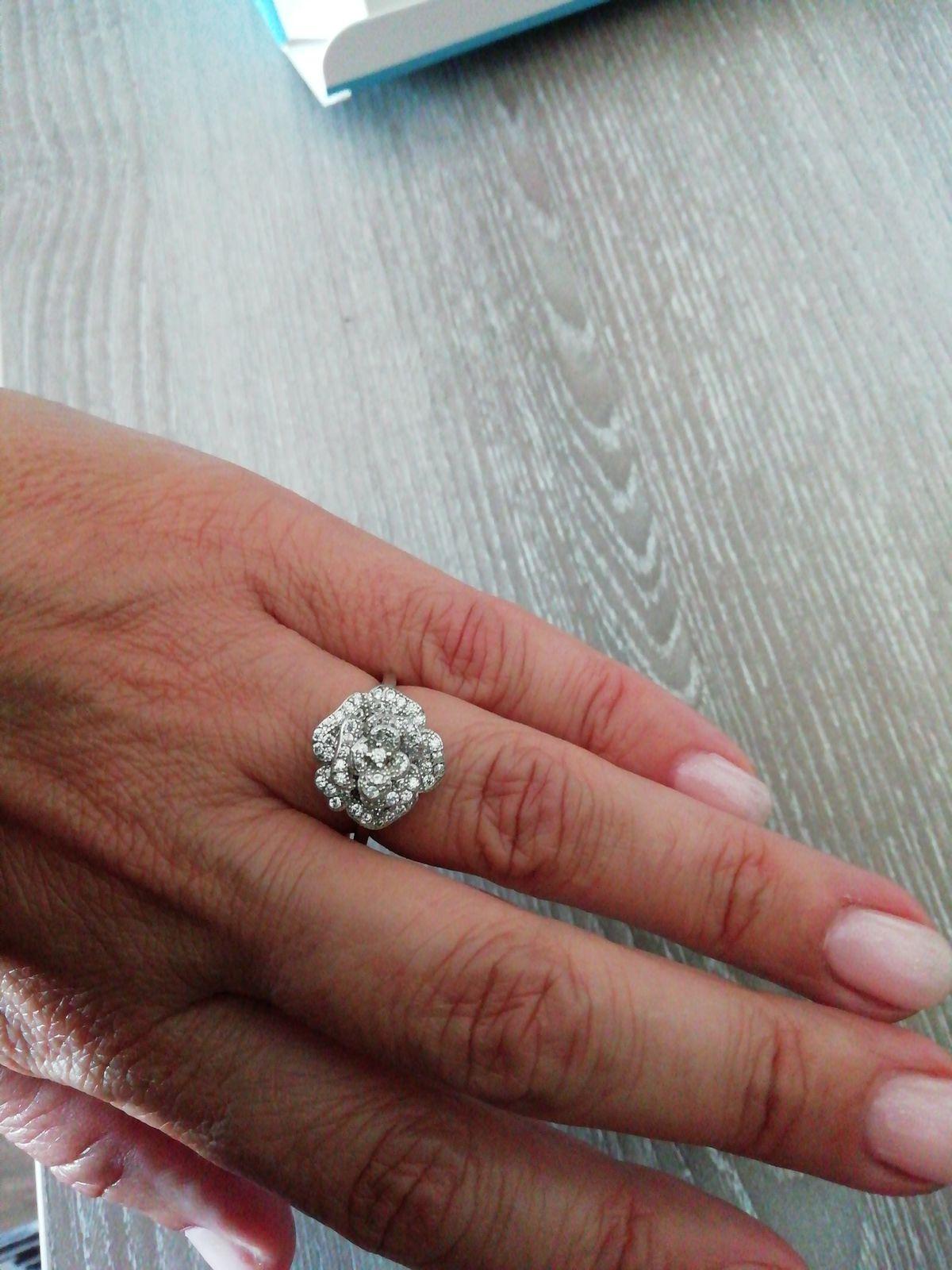 Великолепное кольцо в виде нежной розочки