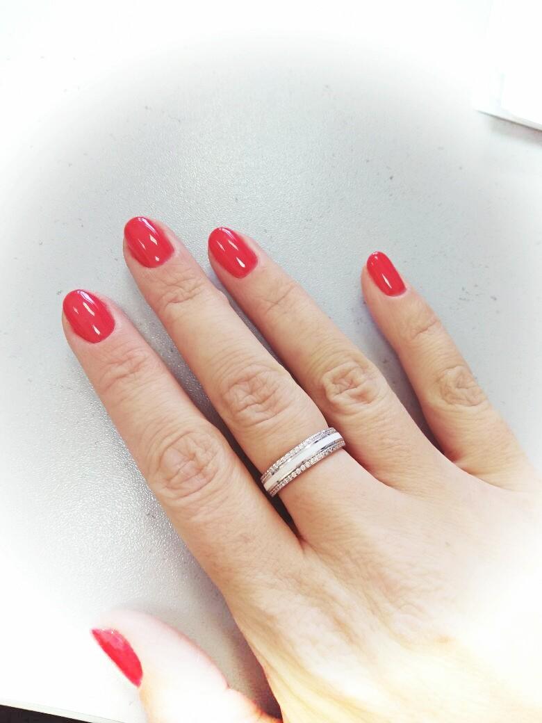 Серебряное кольцо с эмалью и фианитами.