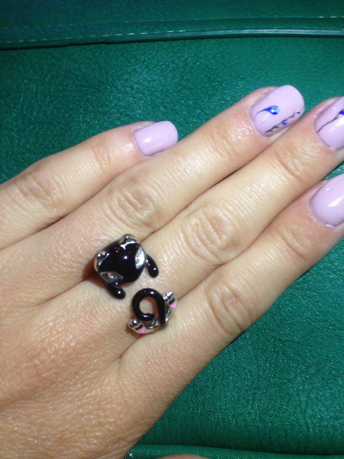 Серебряное кольцо с фианитами и эмалью черная кошка