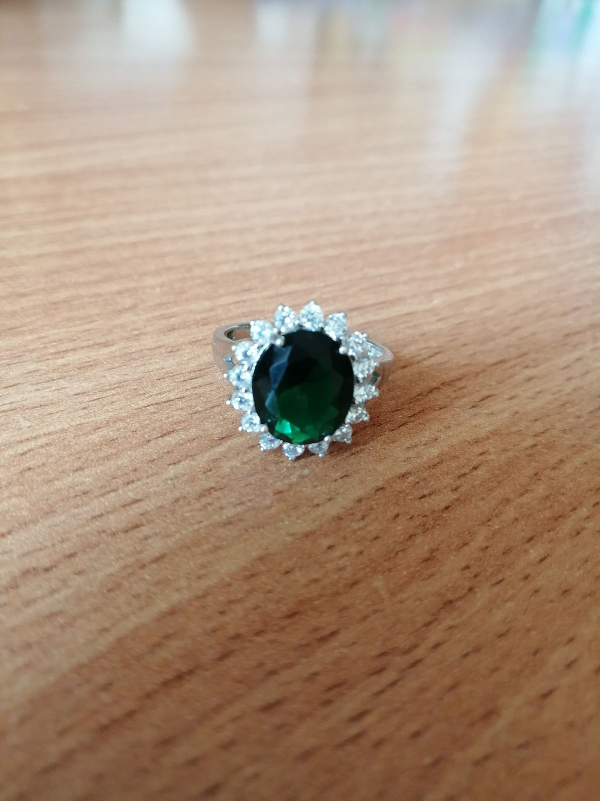 Кольцо почти как у принцессы дианы! красивое и элегантное!