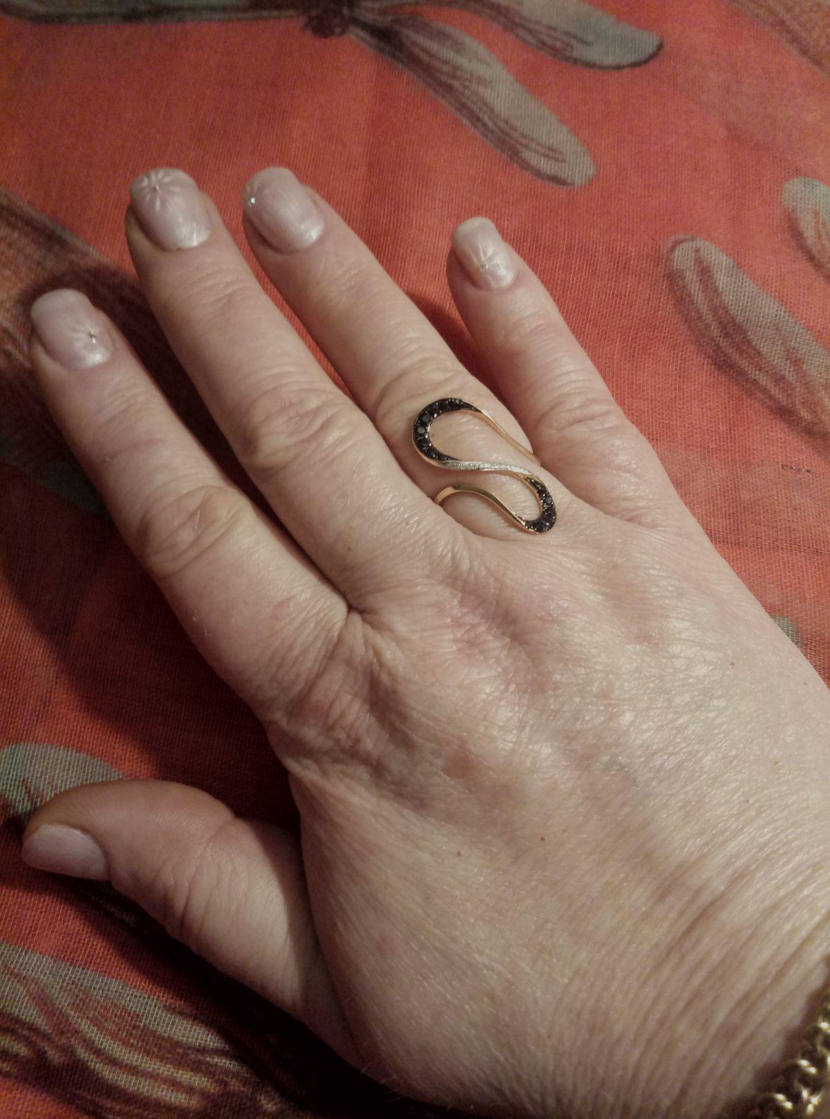 Золотое кольцо с фианитами и бриллиантами