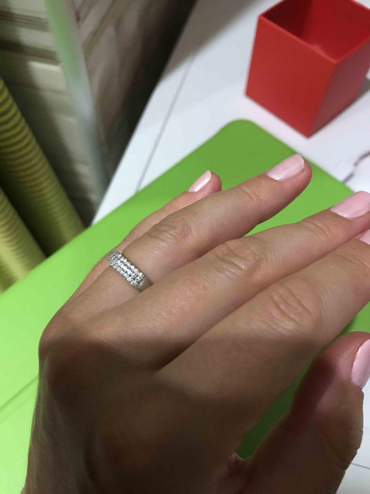 Пошла за сережками, купила еще и кольцо