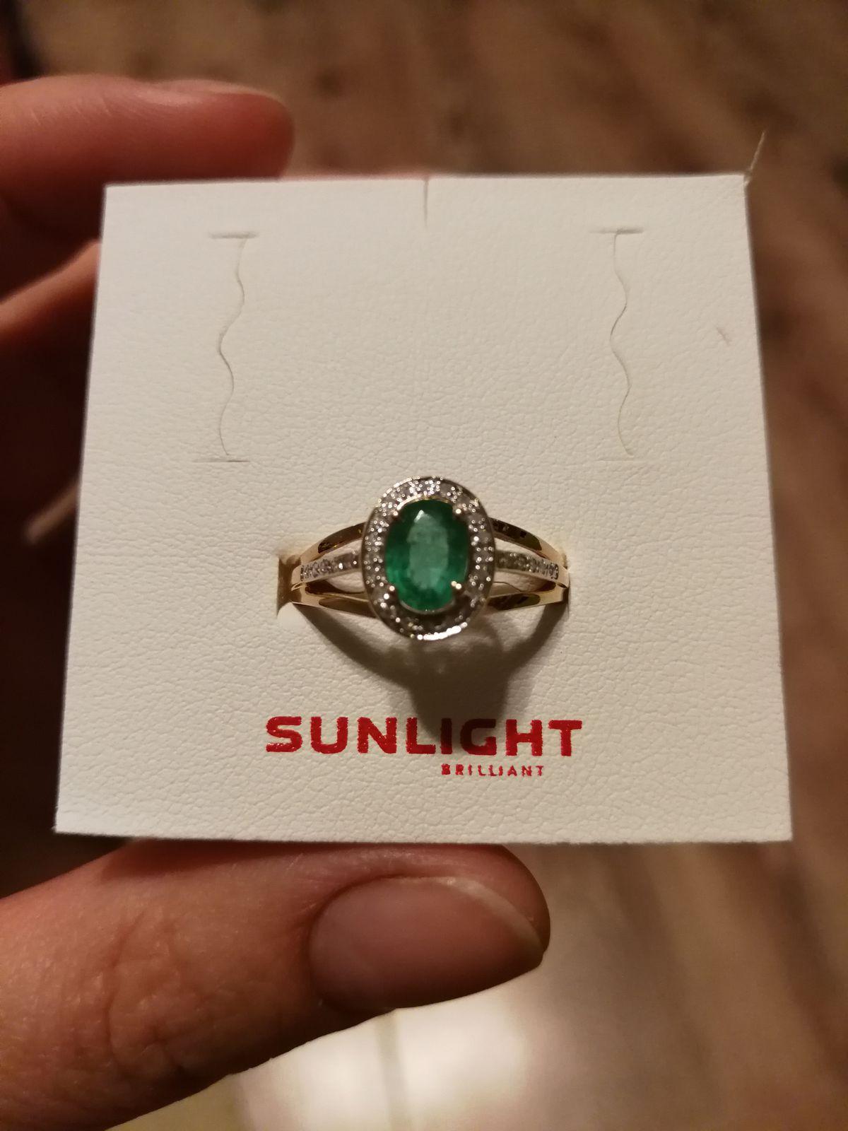 Красивый изумруд, вполне массивное кольцо