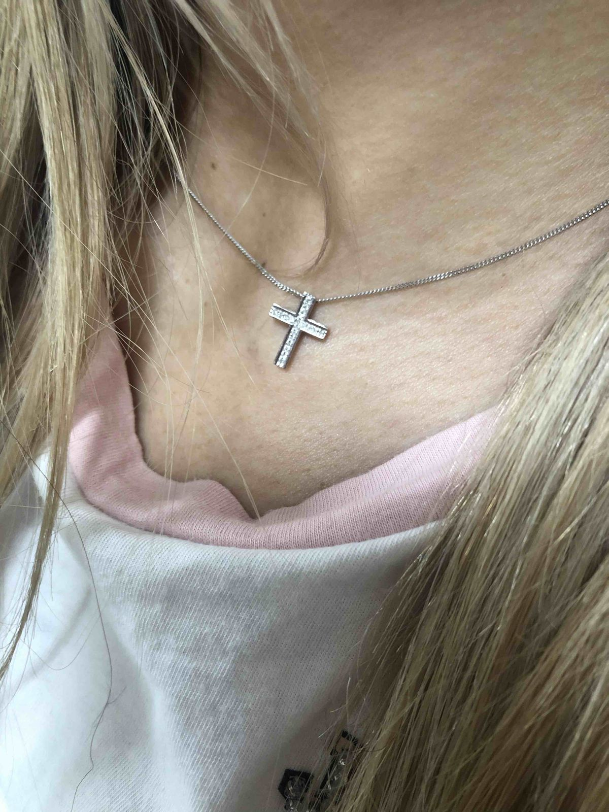 Золотой крестик с брюликами