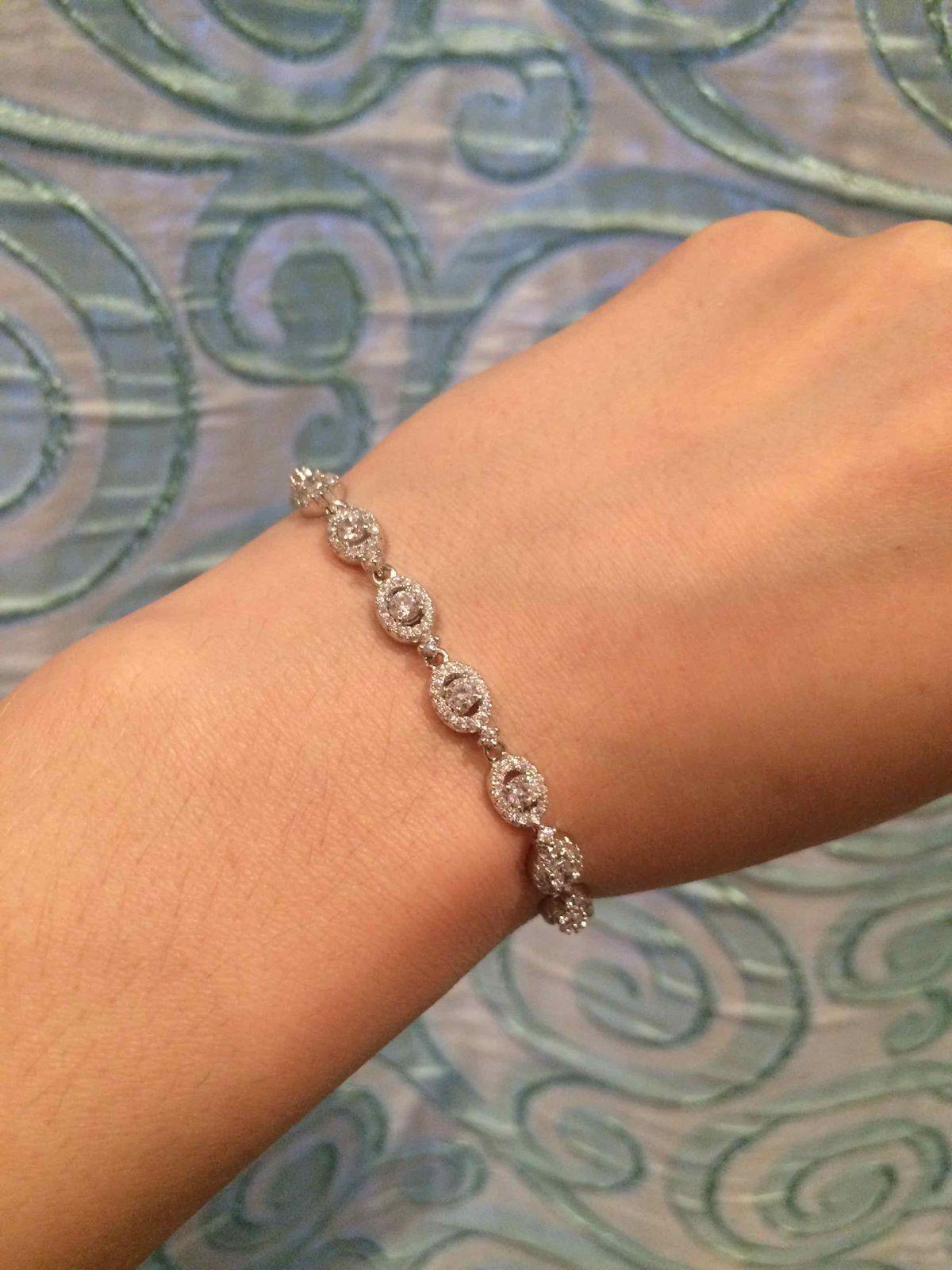 Сверкающий серебряный браслет с фианитами - замечательный подарок!