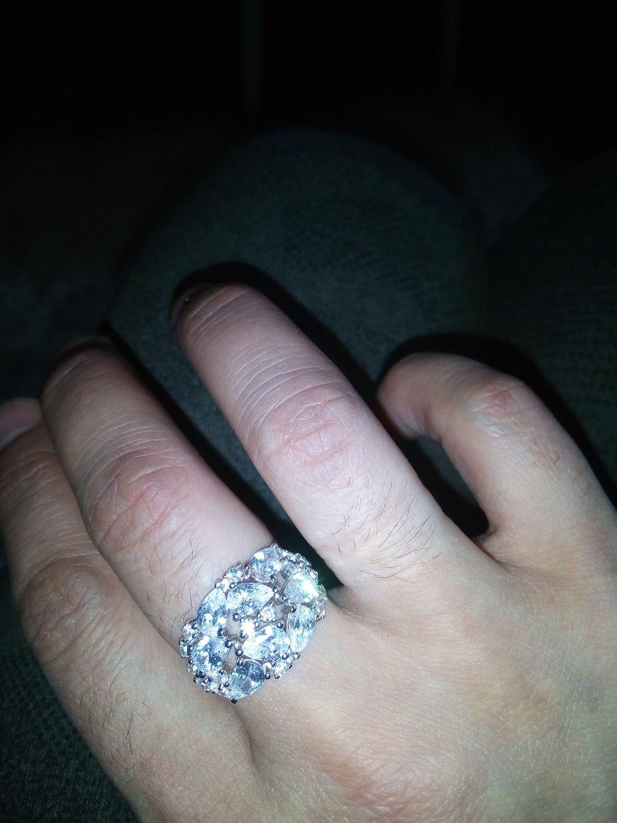 Очень-очень красивое кольцо Ч просто обожаю САНЛАЙТ
