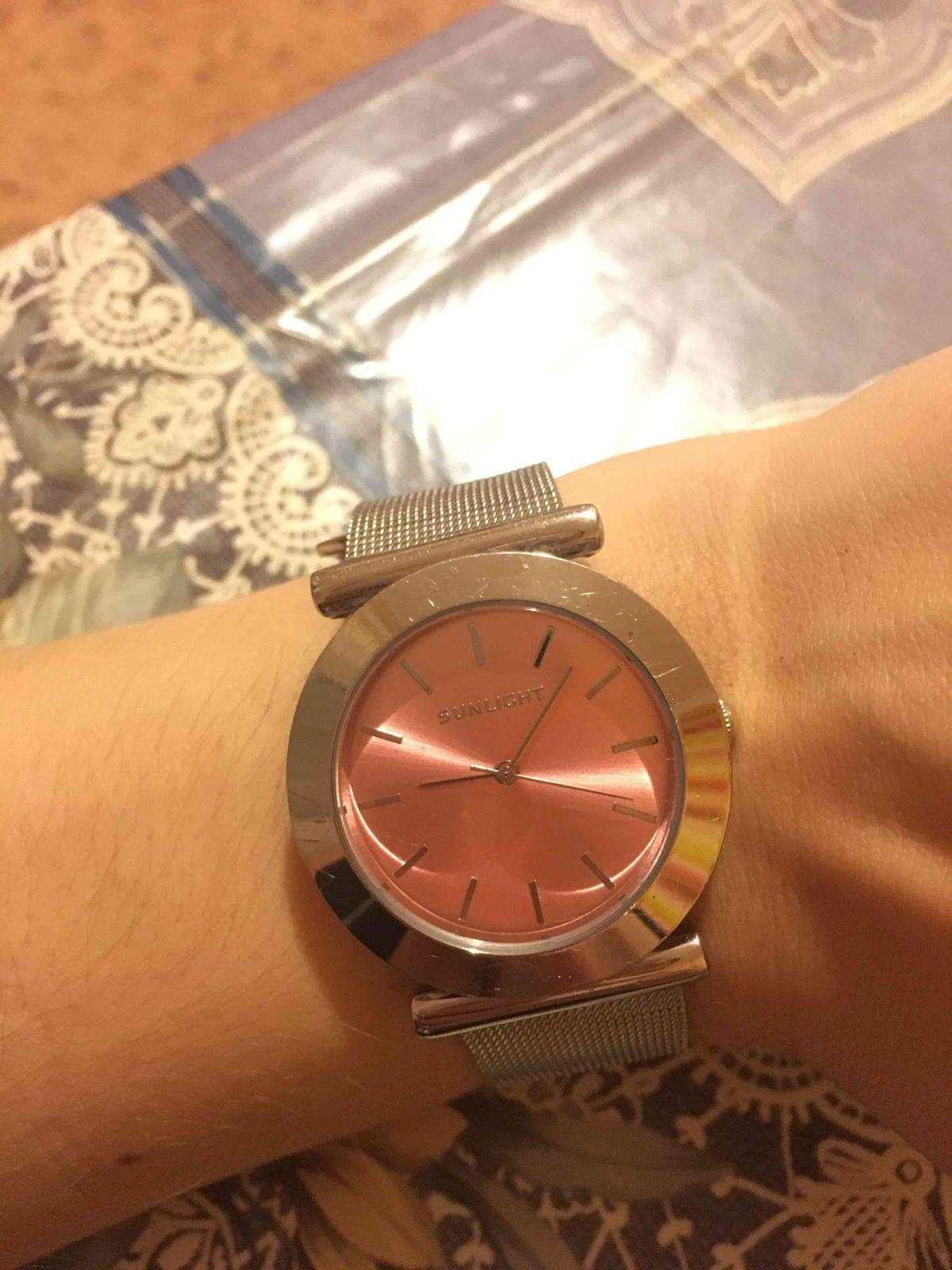 Женские розовые часы