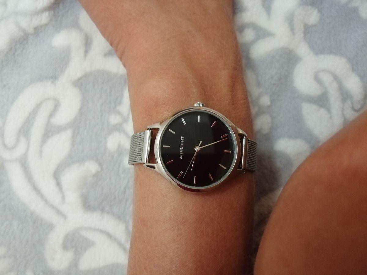 Классические стильные часы.
