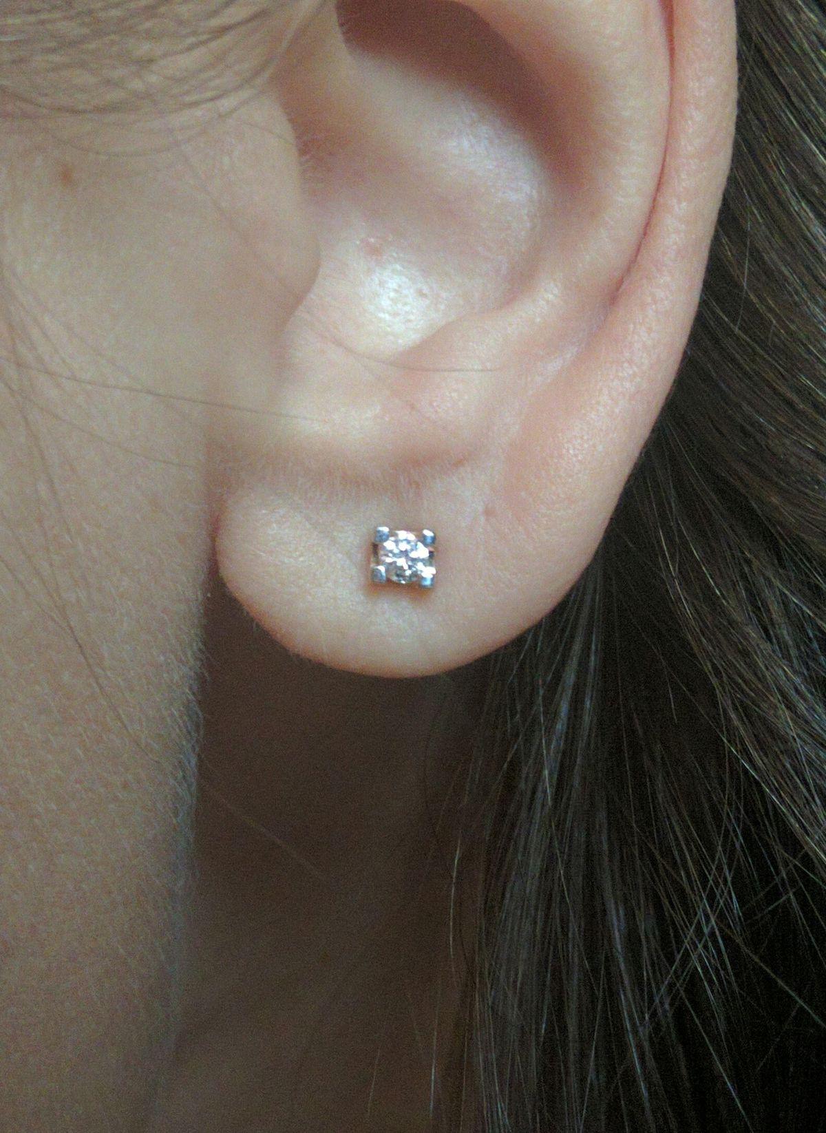 Гвоздики с бриллиантами.