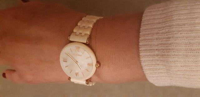 Розовые, керамические часы.