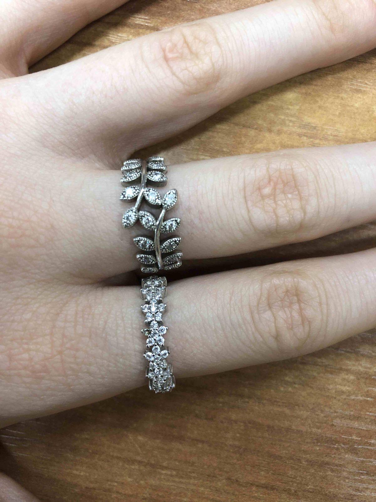 Красивое кольцо, но, к сожалению выпал фианит.