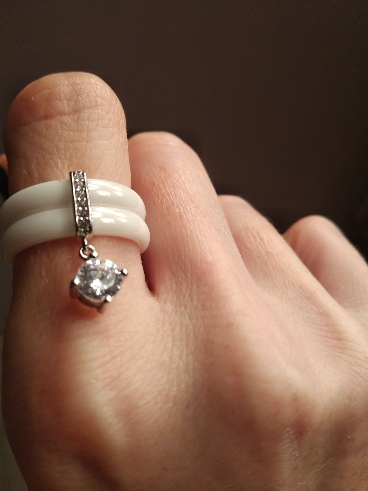 Белое керамическое кольцо