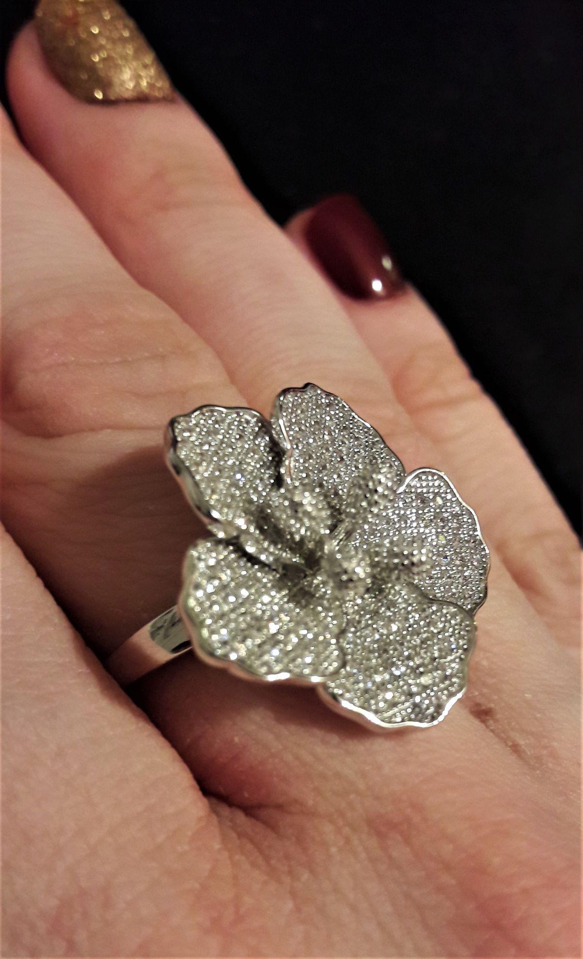Очень красивое, серебряное кольцо