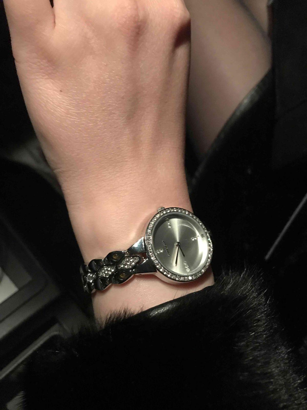 Красивые и нежные часы