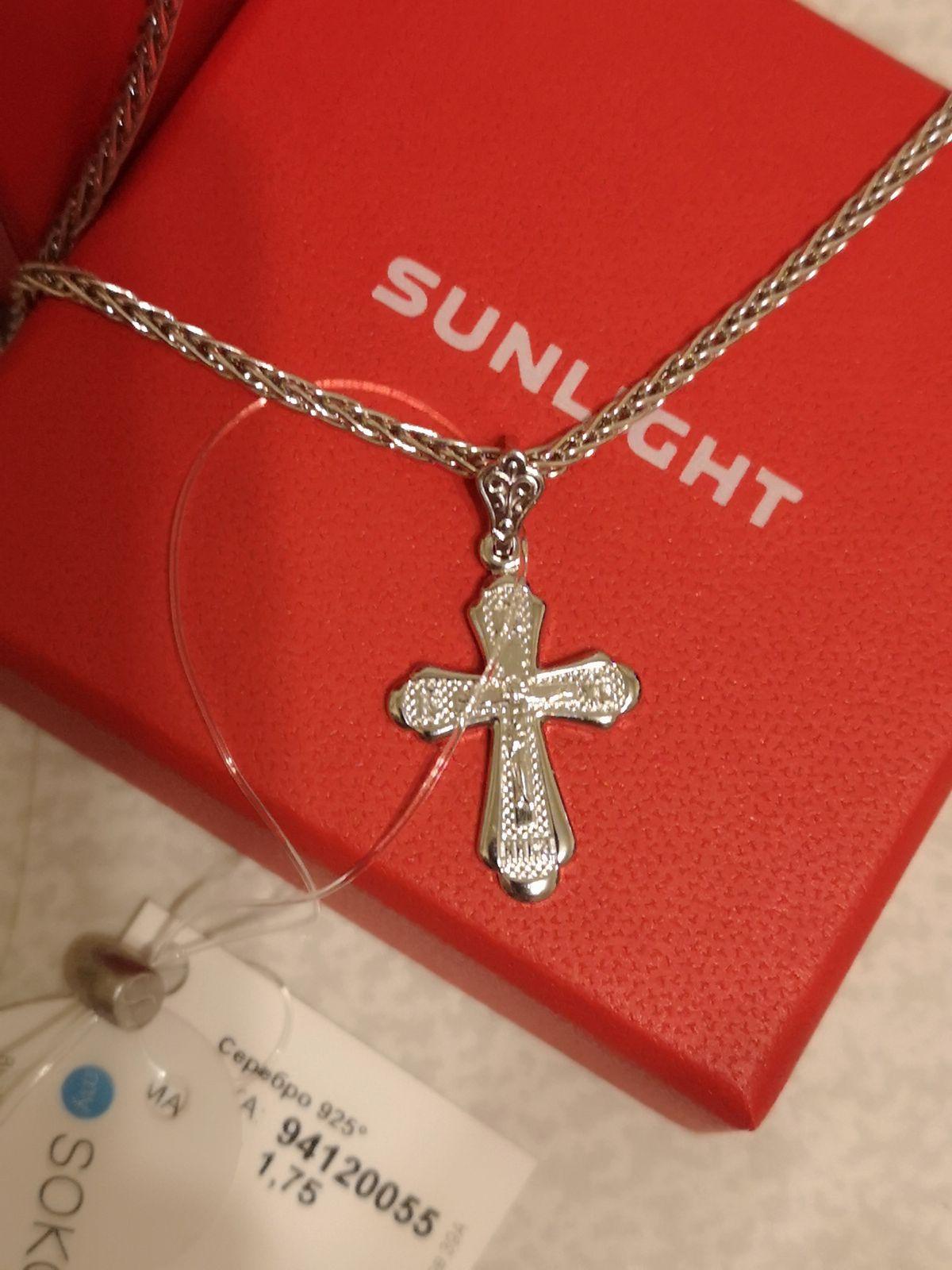 Красивый, серебряный крестик