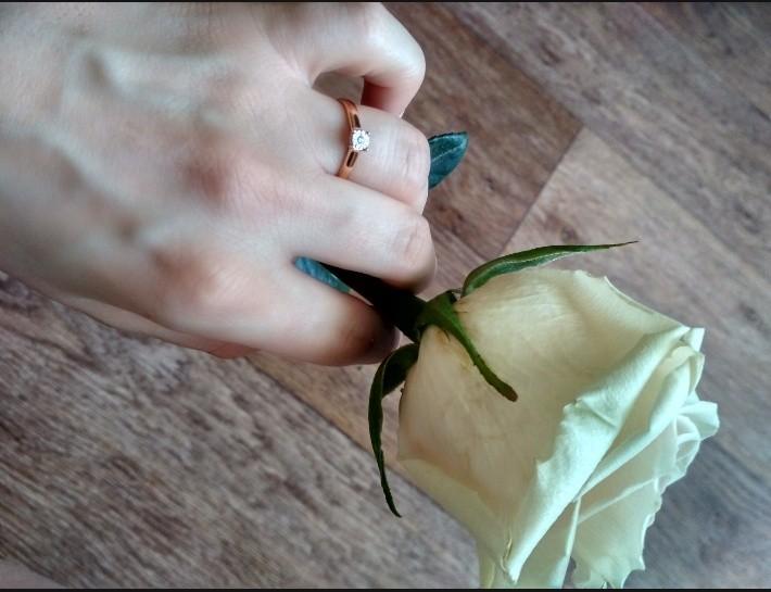 Милое колечко с бриллиантиком
