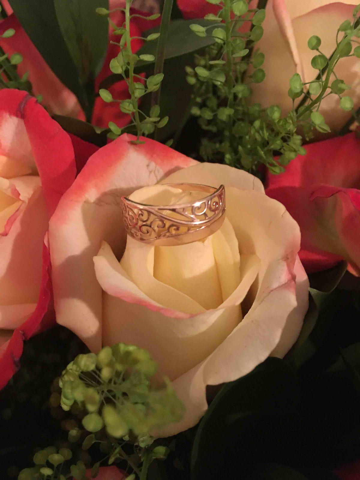 Прекрасное кольцо , подарок на все 100%