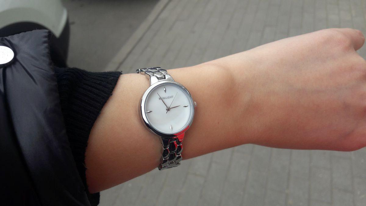 Часы превзошли мои ожидания, ношу их с удовольствием. Подходят ко всему
