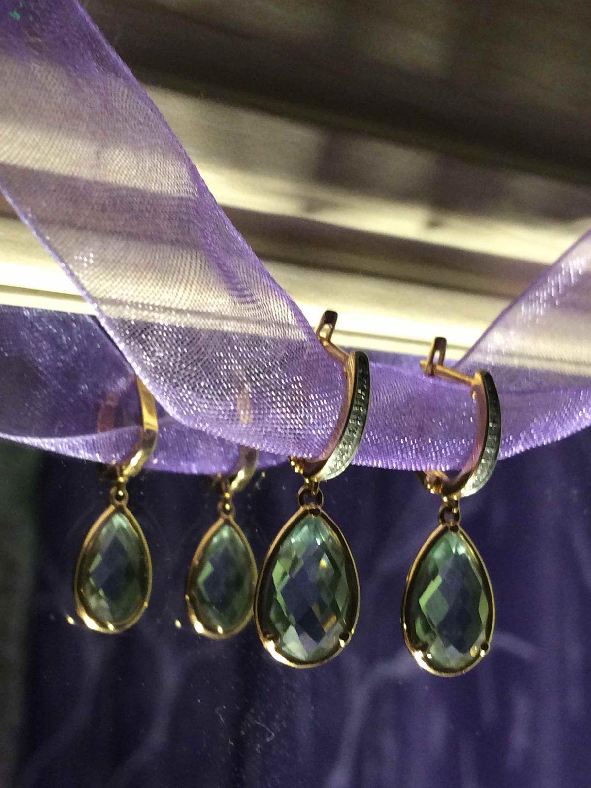 Золотые серьги с зелёным аметистом