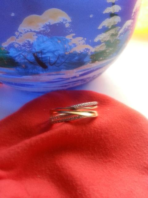 Кольцо с фианитовыми дорожками