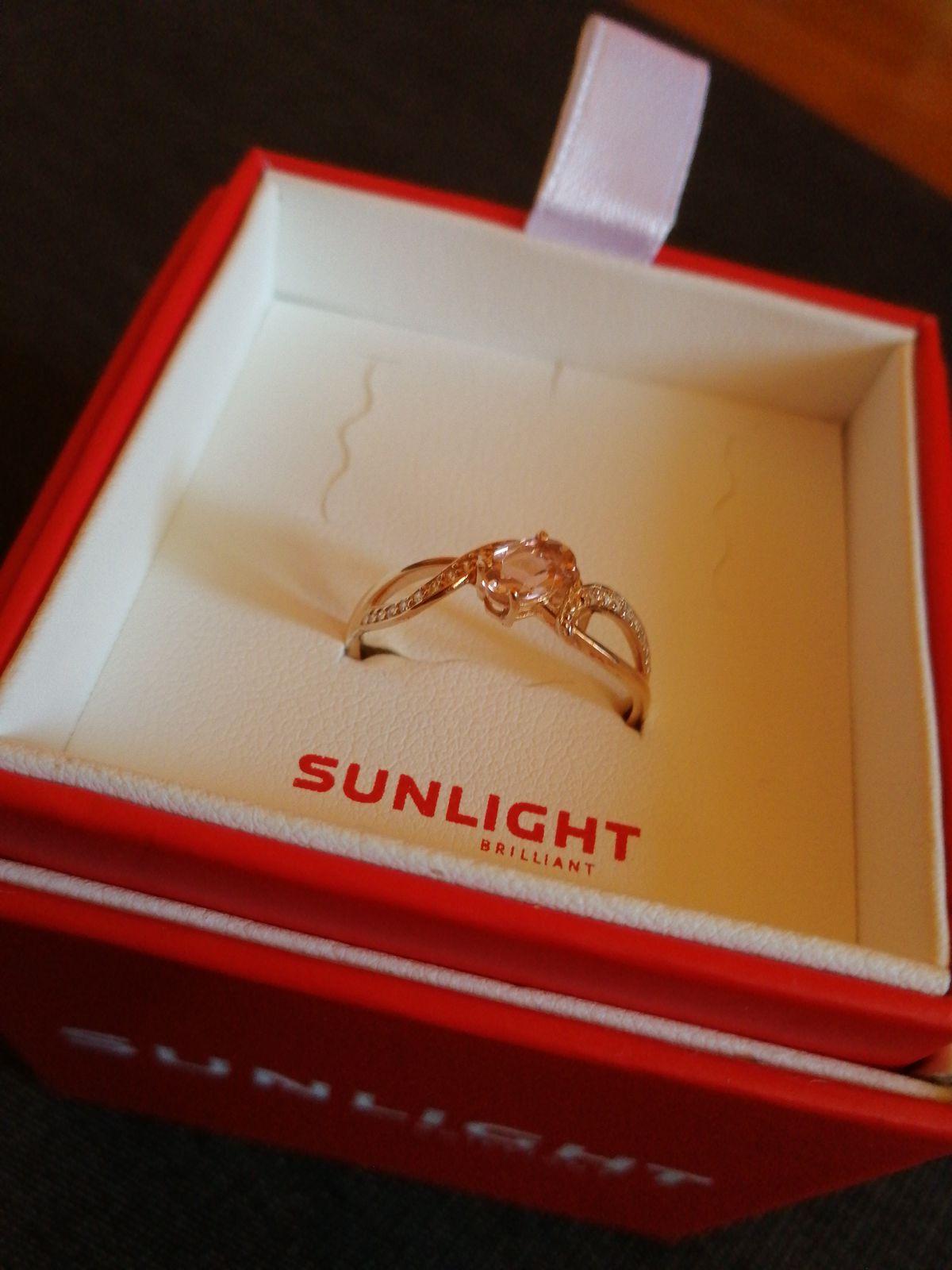 Кольцо из Розового Золота, с Морганитом и Фианитами.