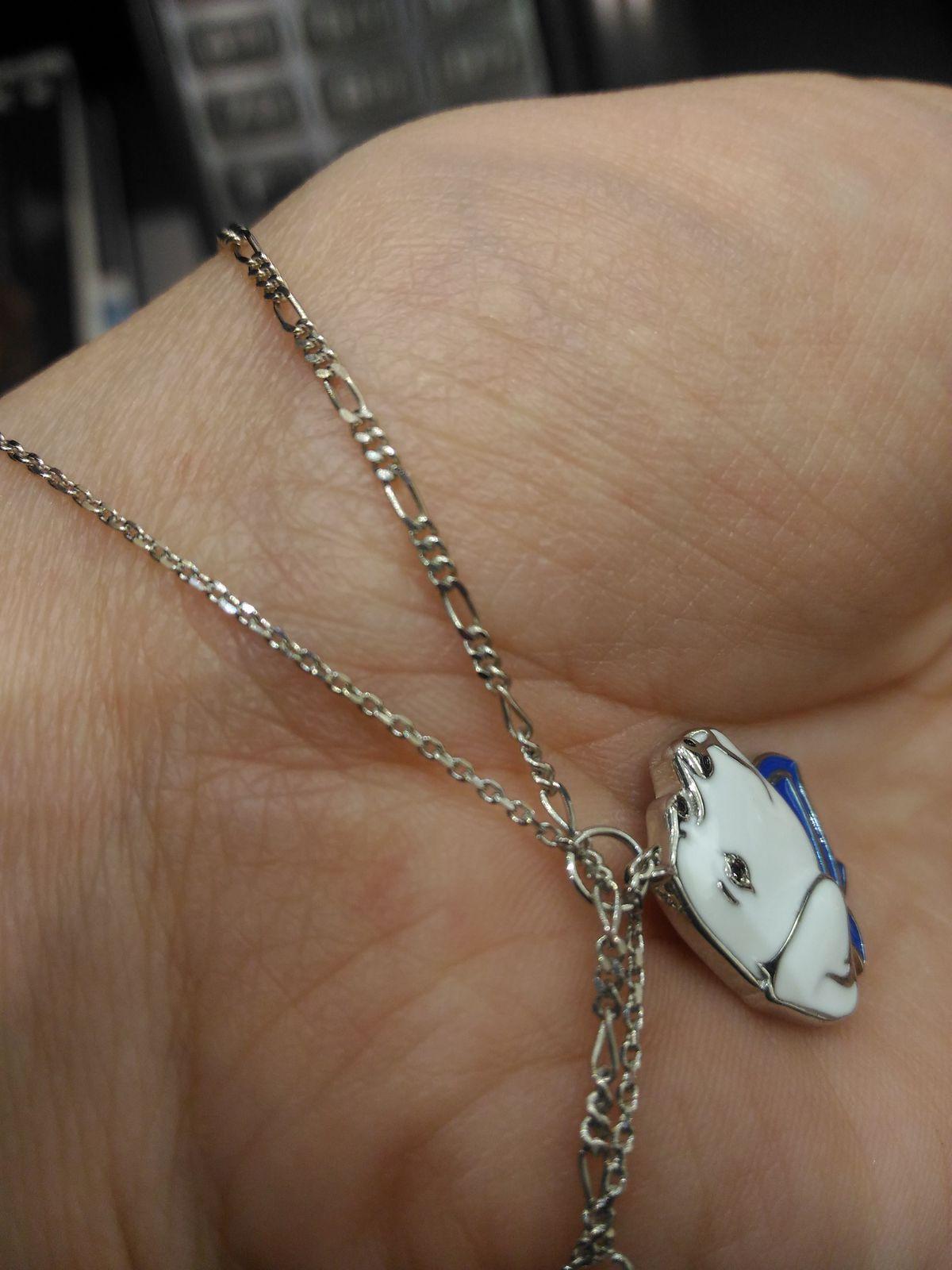 Нейтральный браслет для завершения образа