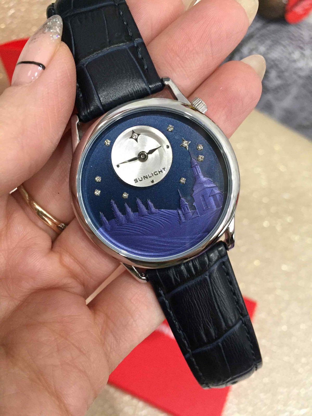 Часы с зимним дизайном