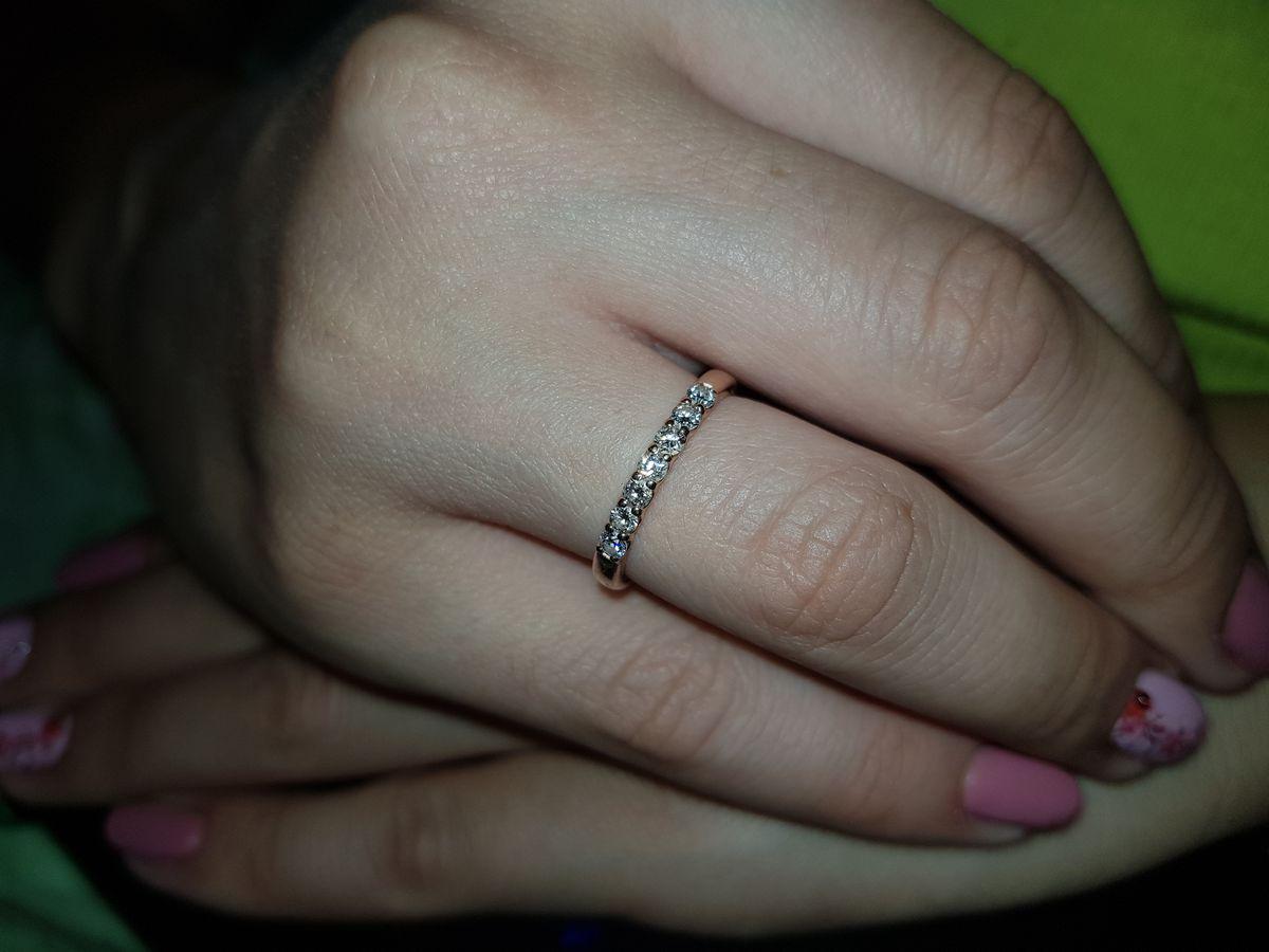 Обворожительное золотое кольцо с семью бриллиантами!