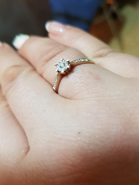 Всегда мечтала о колечке с бриллиантами в классическом стиле!