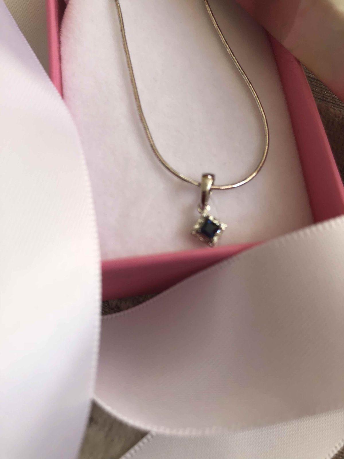 Бриллианты и сапфиры- лучшие друзья девушек.
