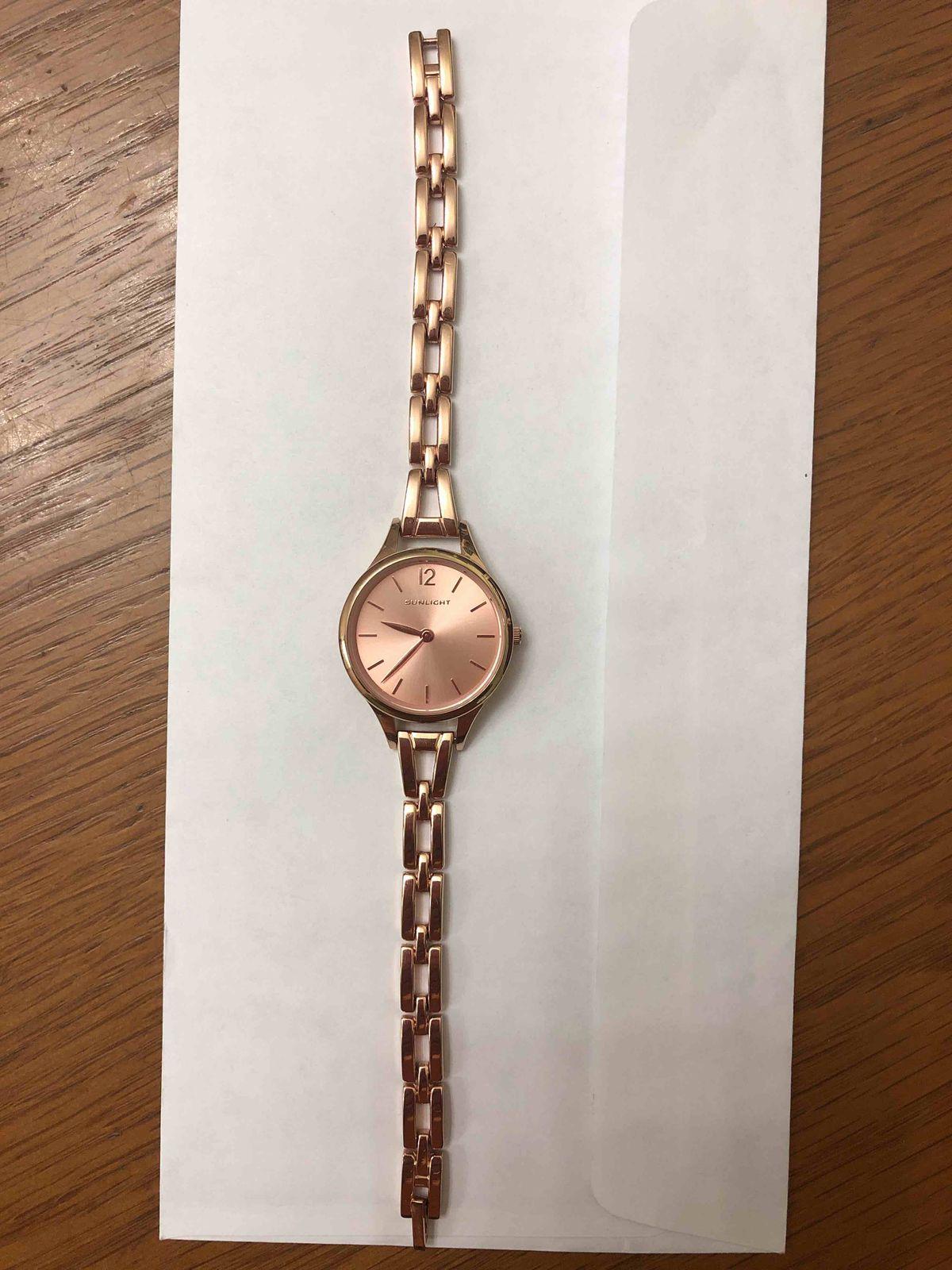 Часы классные, смотрятся великолепно, очень удобные и смотрятся как дорогие