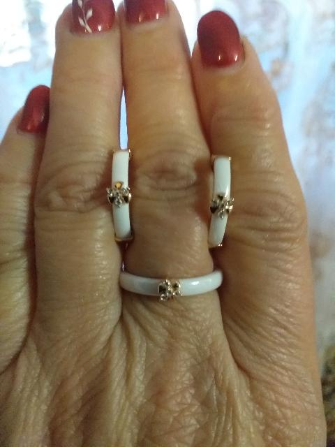Серебрянные серьги с белой керамикой и фианитами.