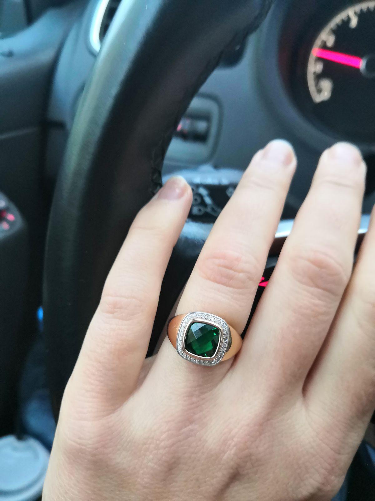 Кольцо с гидротермальных изумрудом.