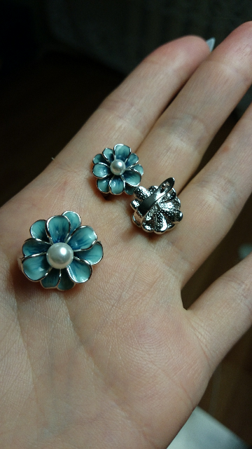 Милые цветочки в ушках.