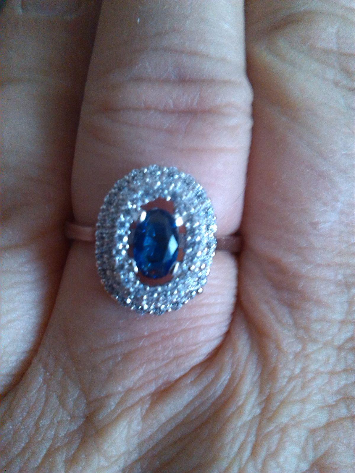 Кольцо с фианитом в серебре