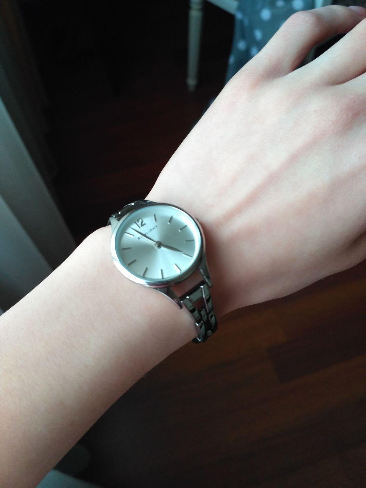 Хороший стальные часы