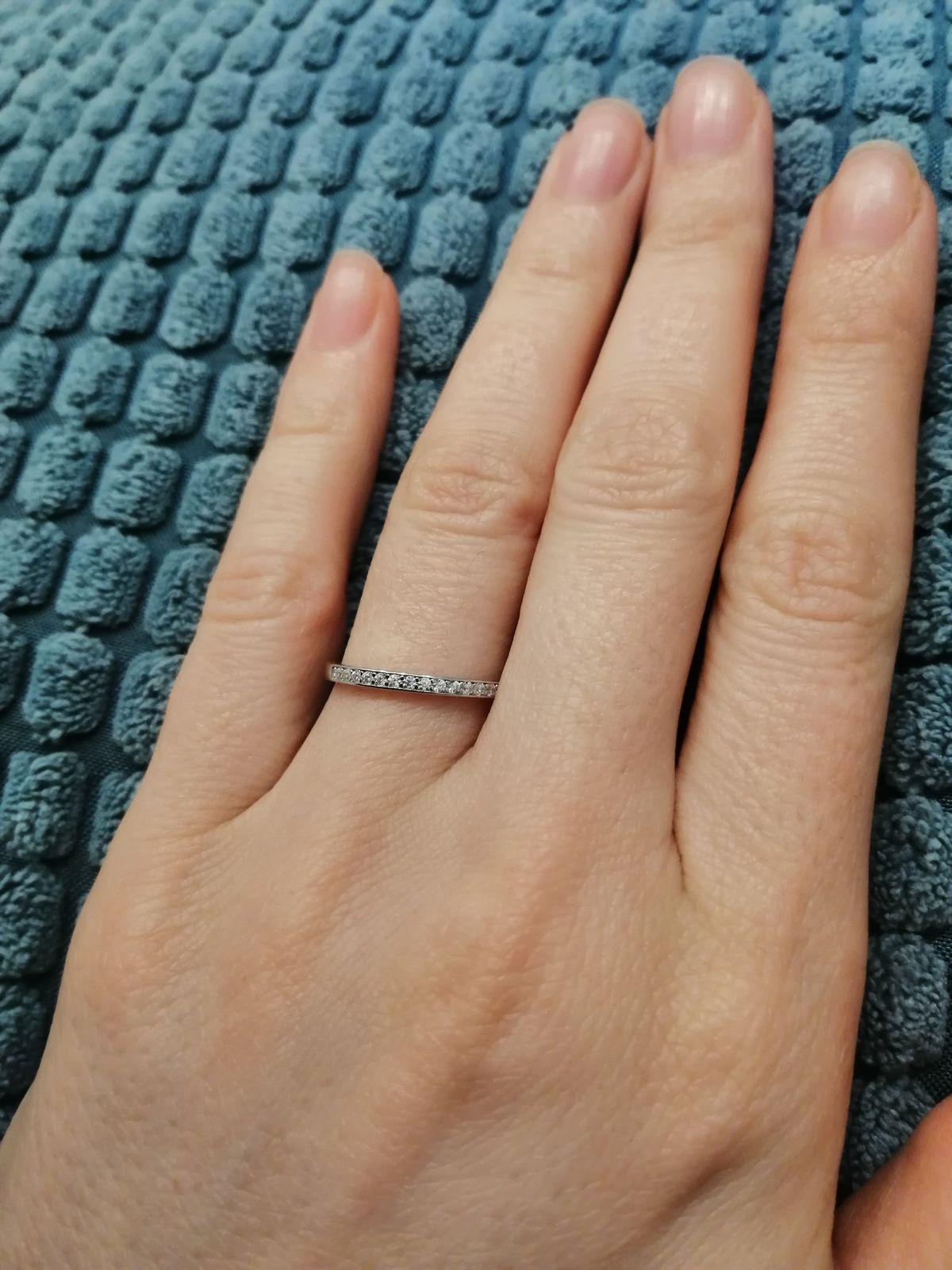 Очень нежное кольцо с фианитами
