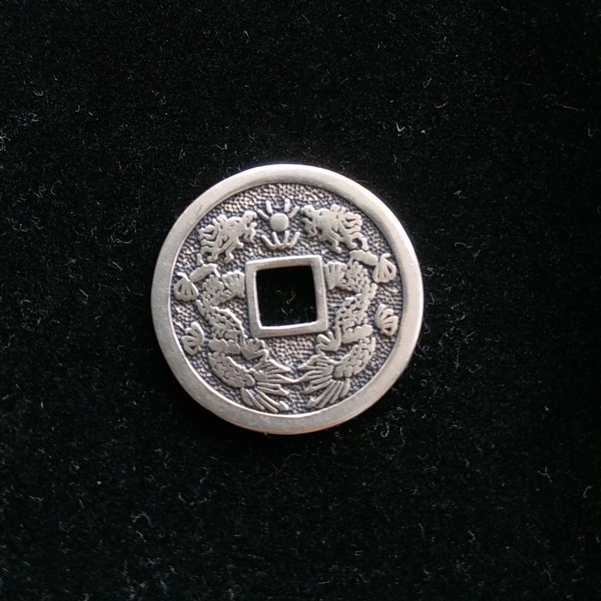 Подвеска в виде китайской монеты