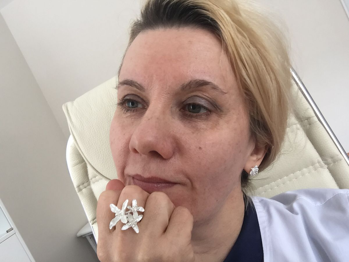 Роскошное кольцо с лилиями.
