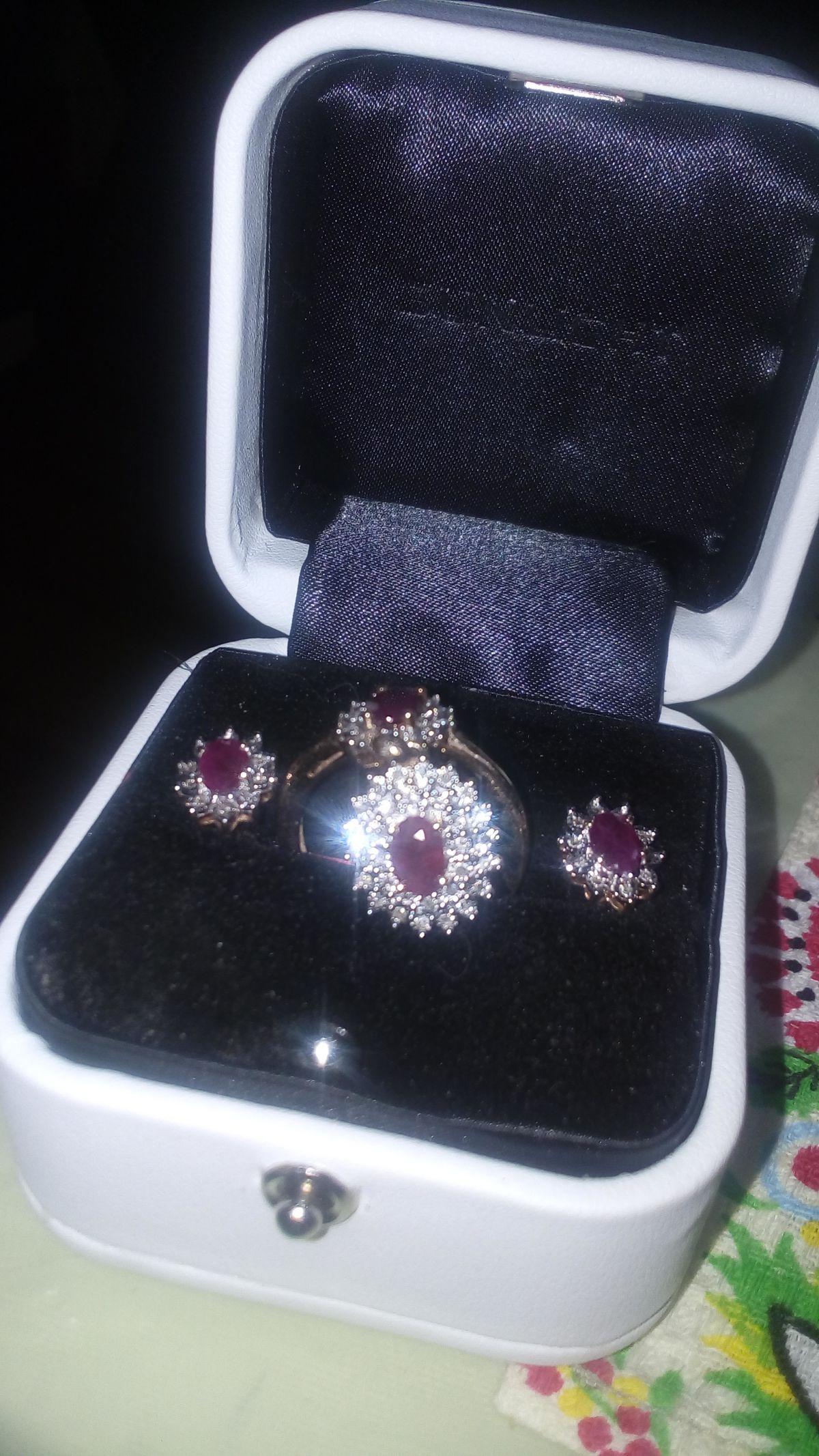 Изумительный гарнитур с натуральными рубинами и бриллиантами!!!