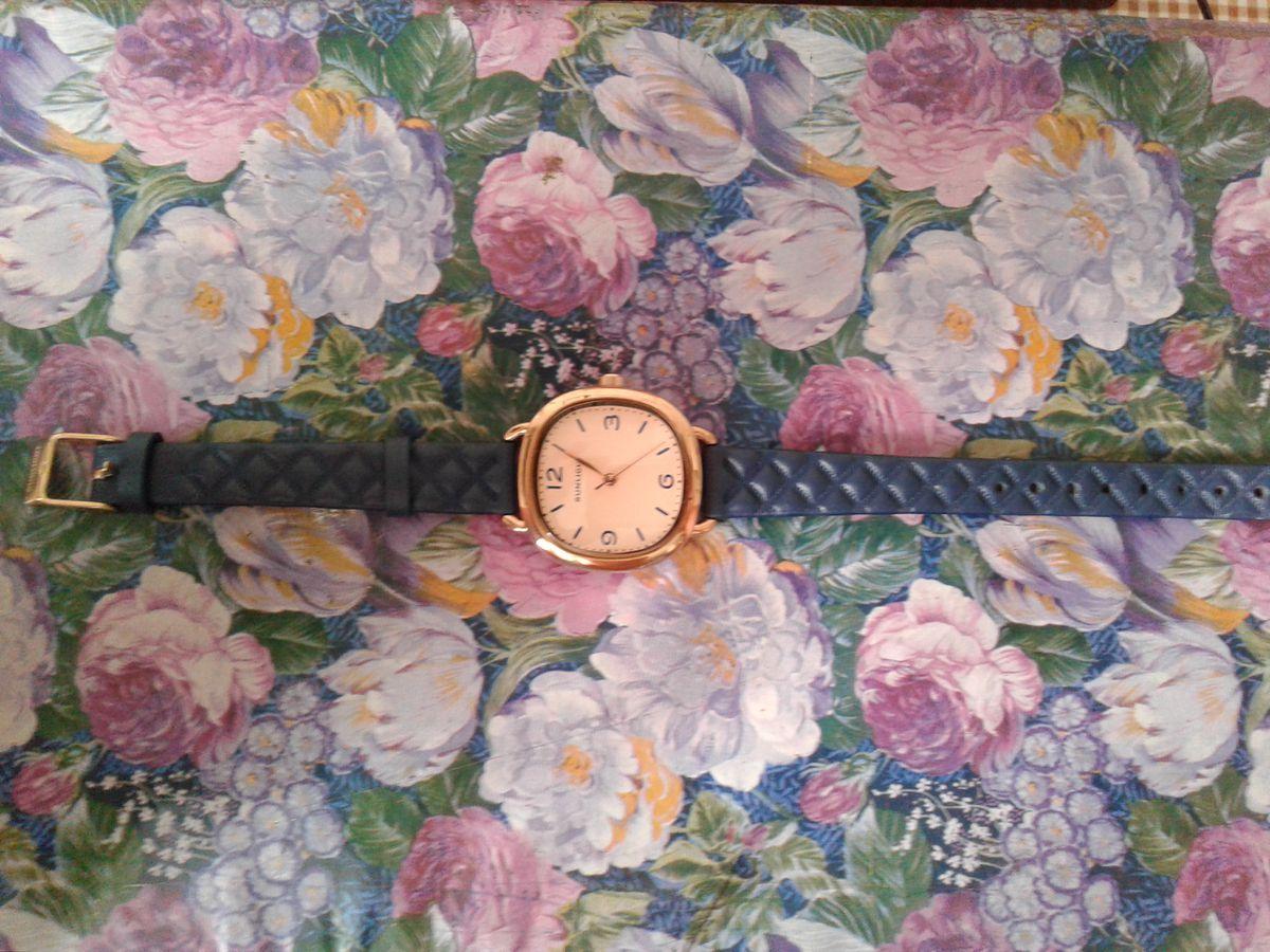 Часы на кожаном браслете