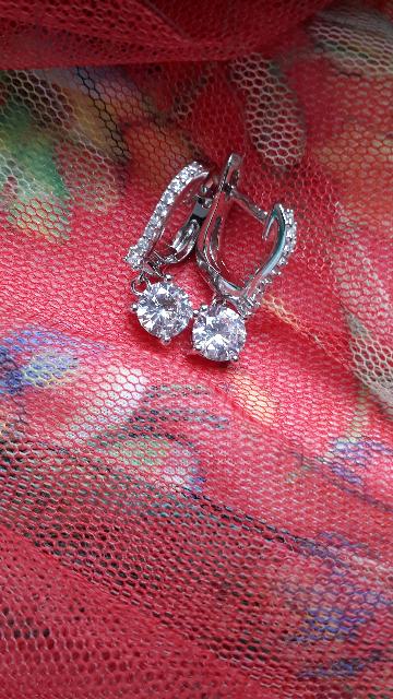 К колечку подобрала великолепные сережки..невесомые..   нежные....