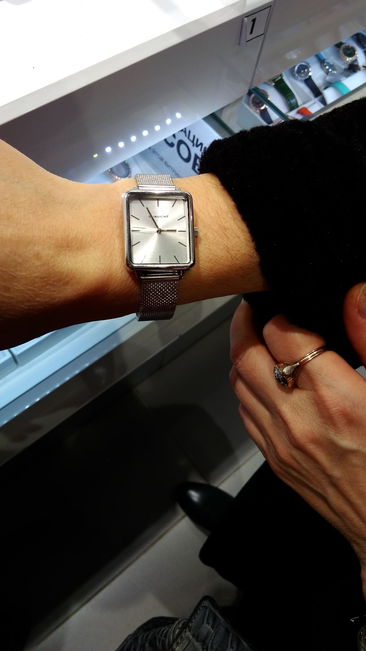 Часы прекрасные.