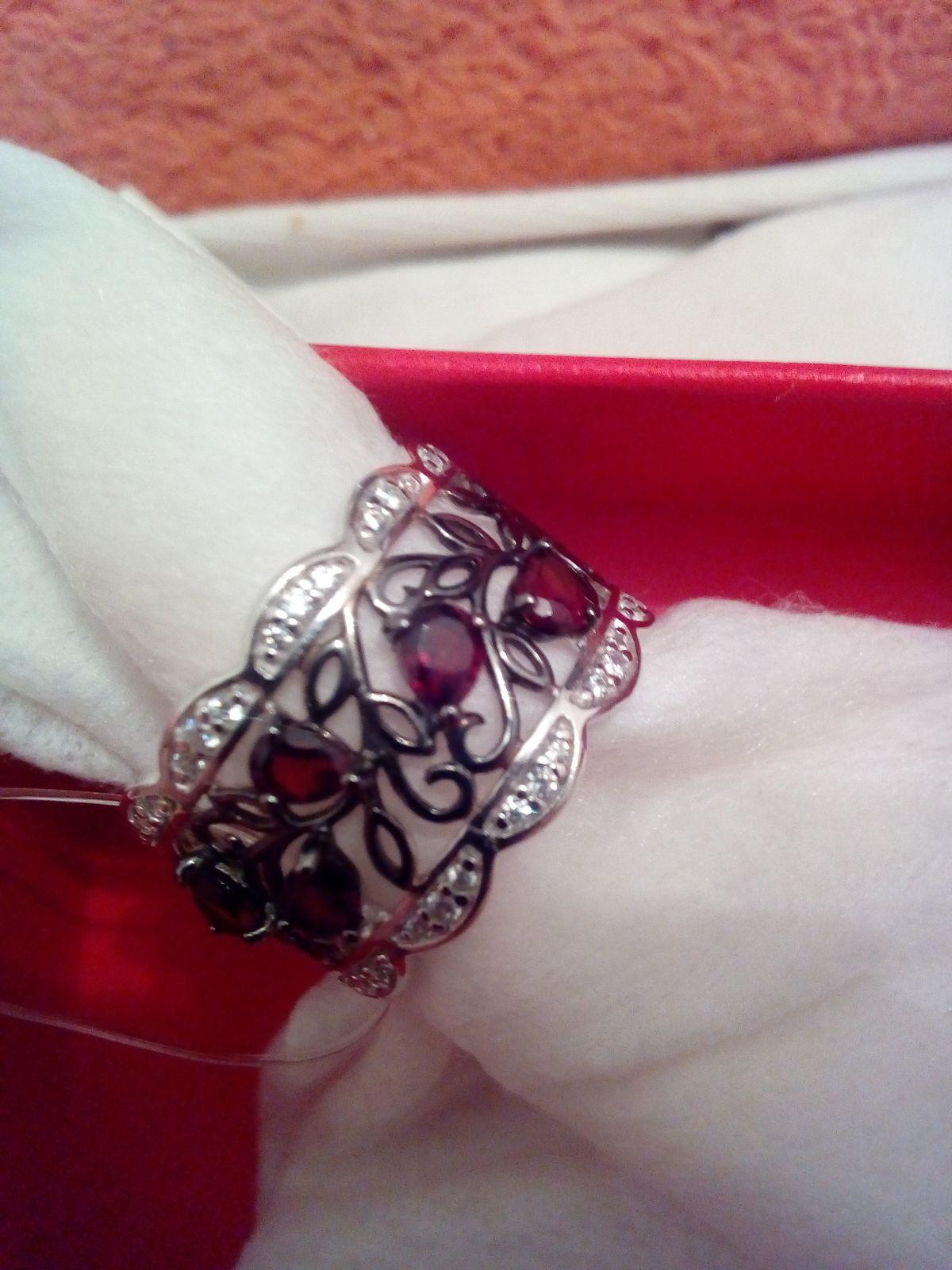 Очаровательное кольцо.