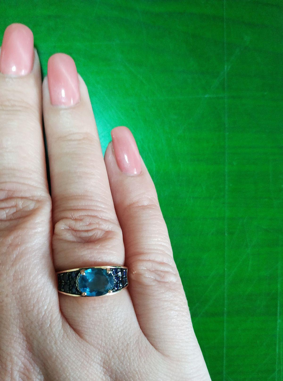Яркое оригинальное кольцо.