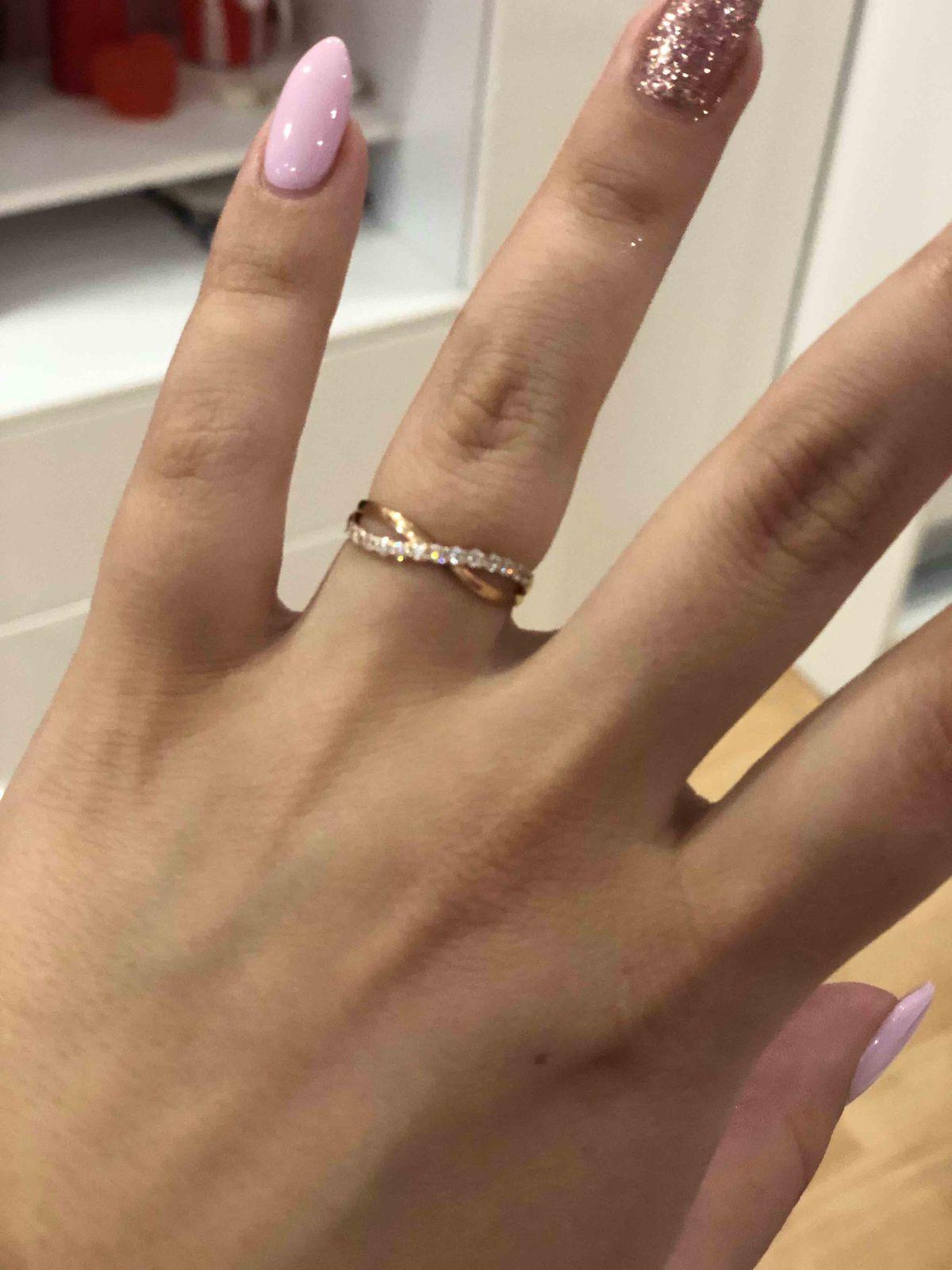 Очень нежное кольцо с россыпью фианитов