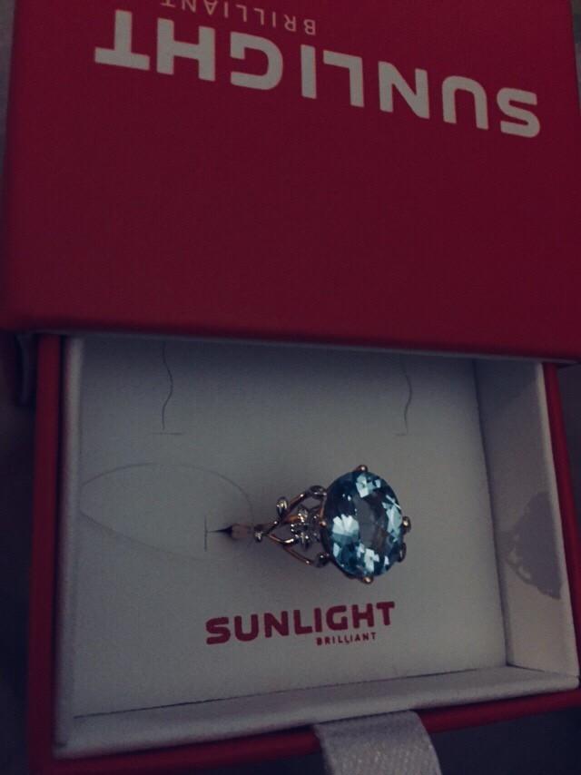 Очень женственное кольцо с голубым топазом